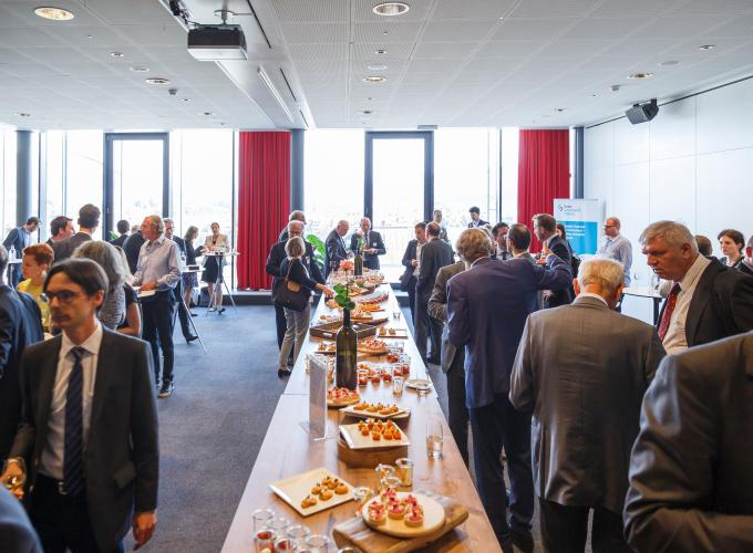 Guests enjoy continued discussions at a networking apero